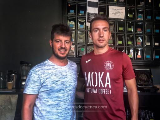 Iván, Fabian y Moka Natural Coffe: Un oasis para tomar el mejor café en Cuenca